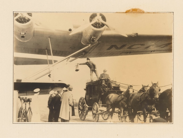 China Clipper_Loading Mail